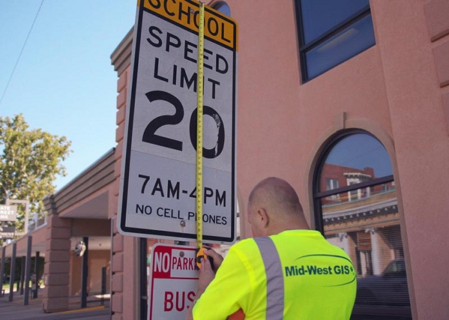 How Does Mid-West GIS Collect Traffic Sign Inventories?